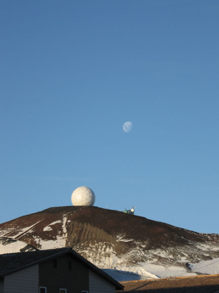 moon_over_nasa_radar